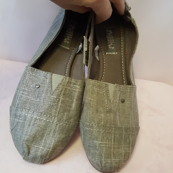 Mad Love Shoes - Mad Love Women's Silver Slip on Loafers Sz 10